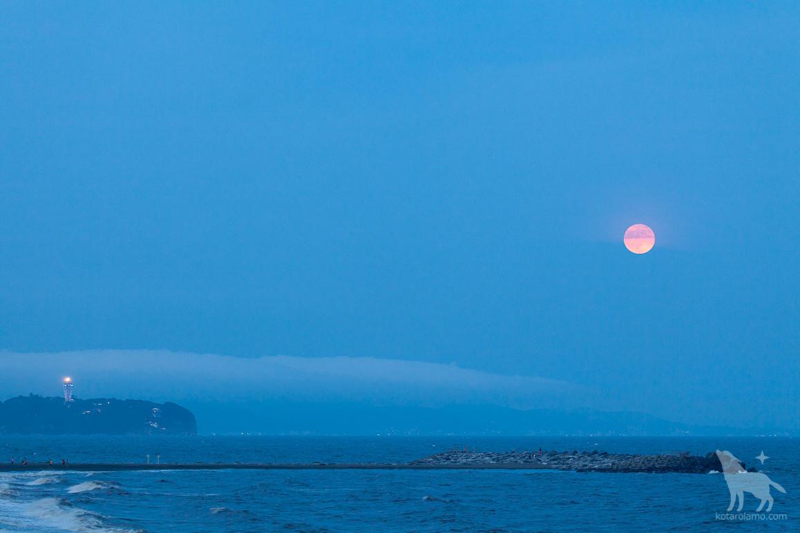 江ノ島と月の出