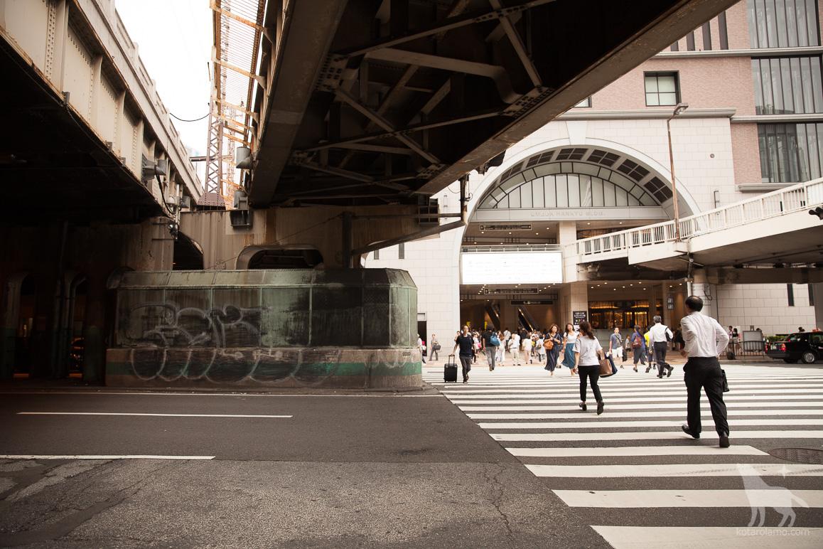大阪駅の御堂筋方面の出口から