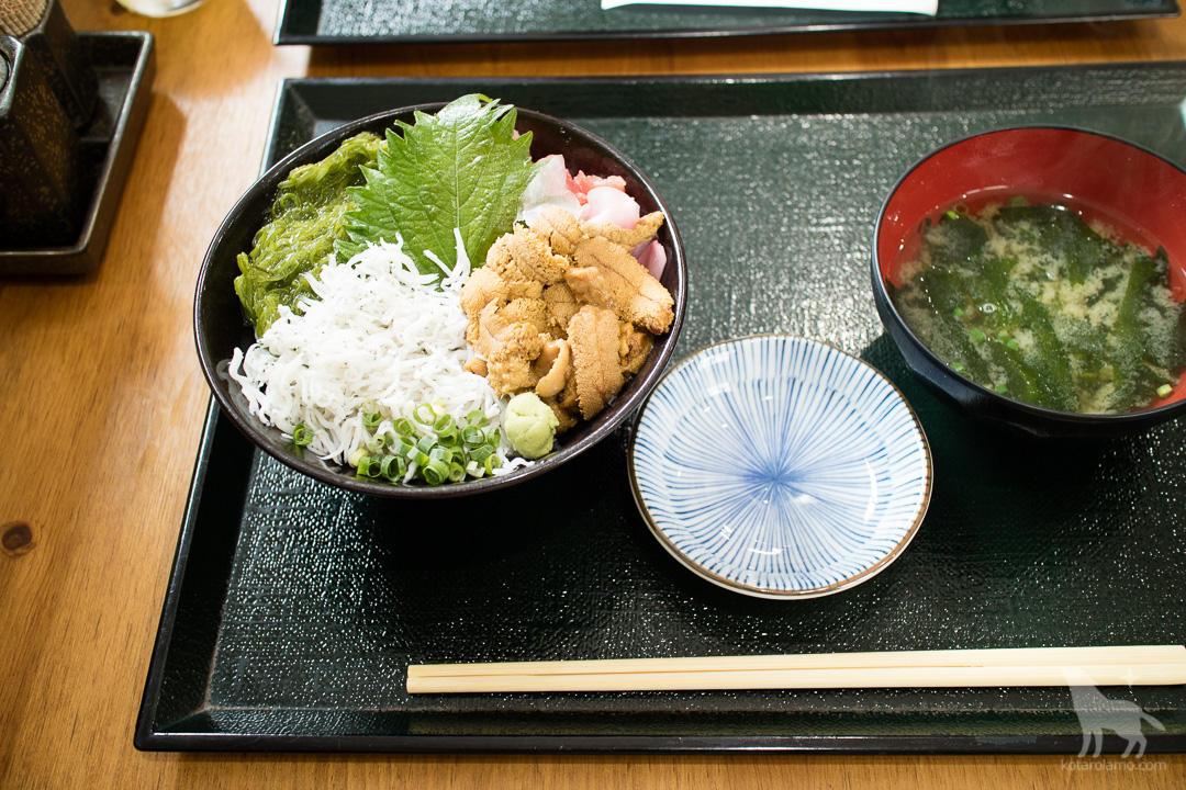 三色丼(ウニ付き)