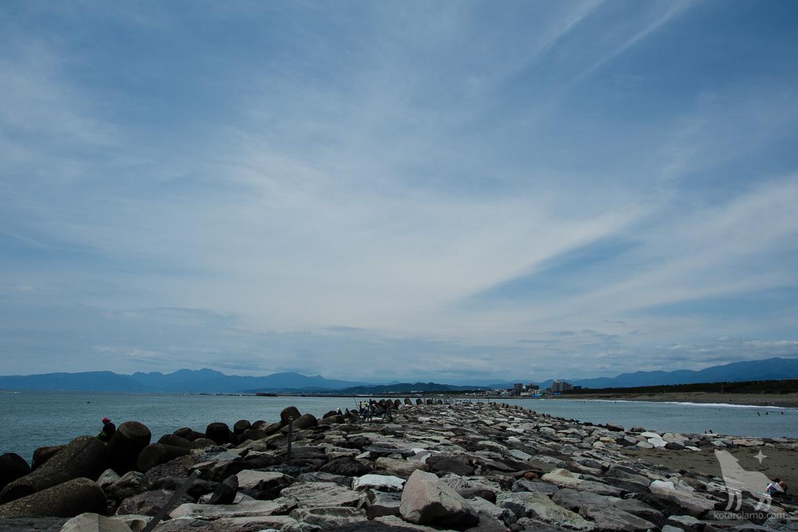 Tバーから浜の西側を眺める