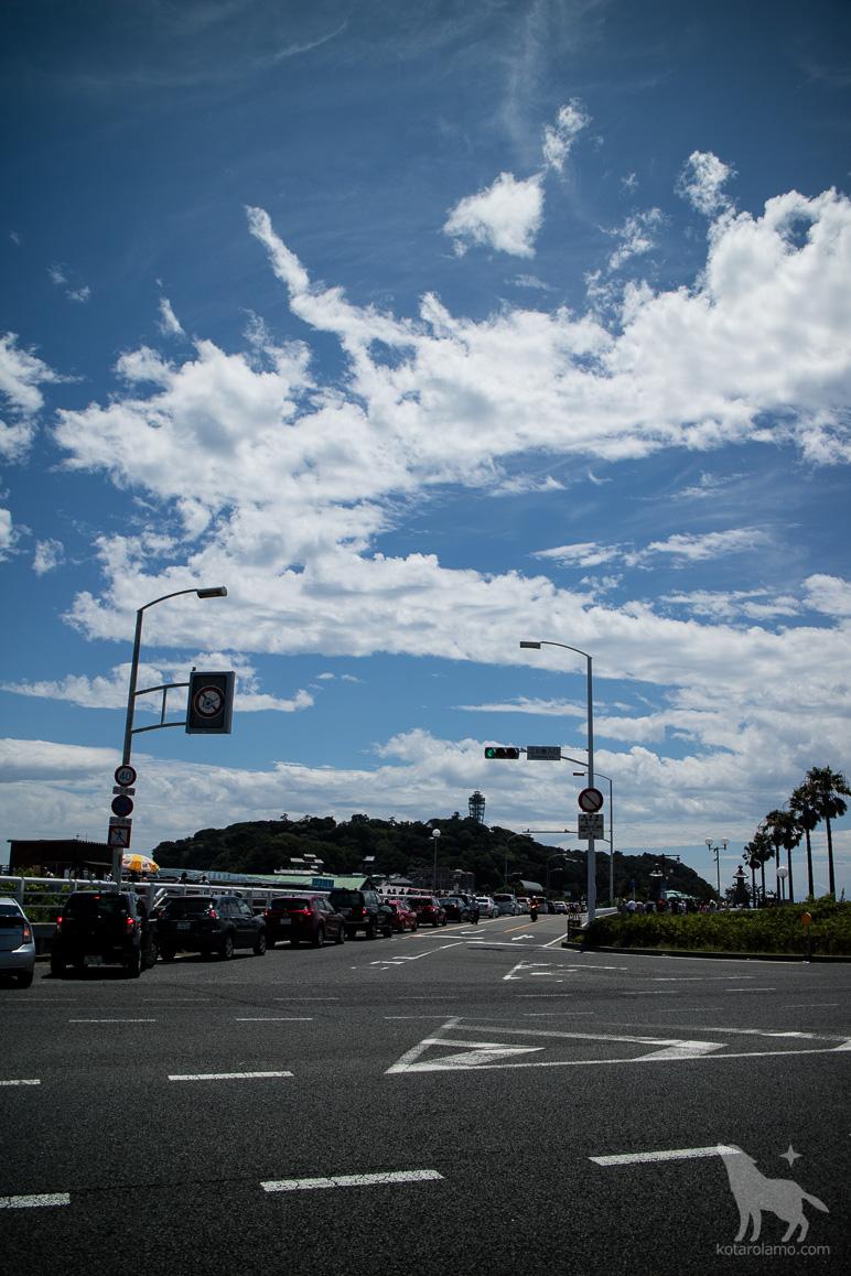 交差点から眺めた江ノ島