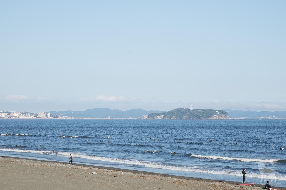 ヘッドランドビーチから見た江ノ島。