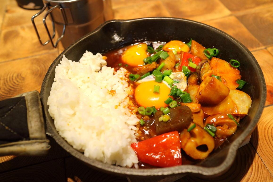 牛すじと彩り野菜の欧風デミカレー