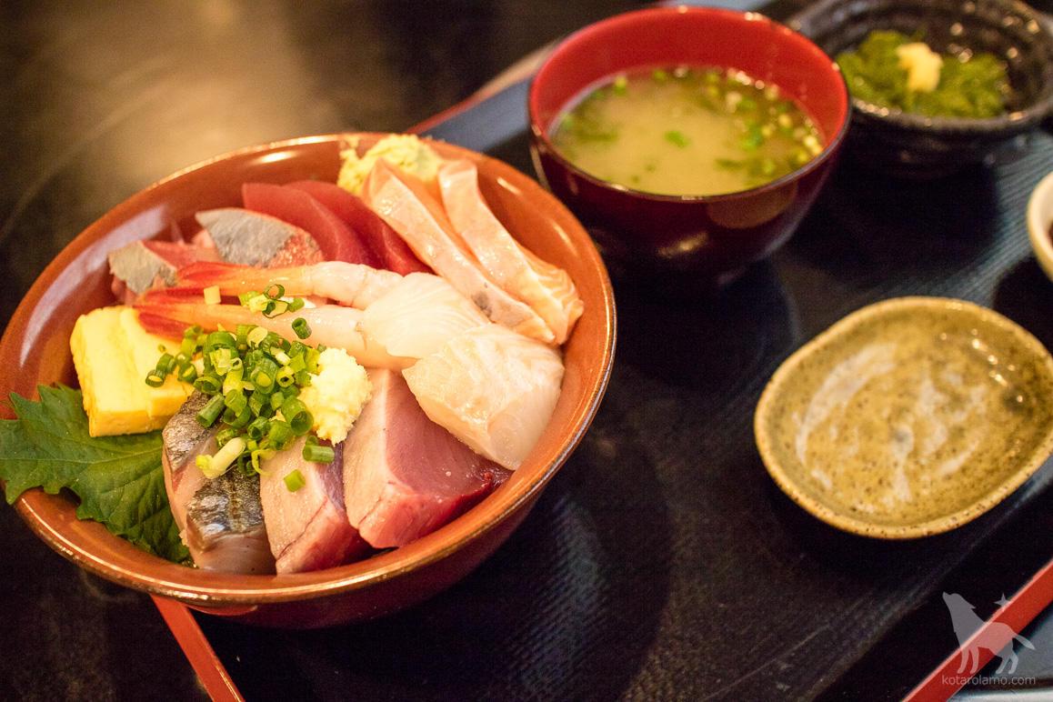 サービス海鮮丼