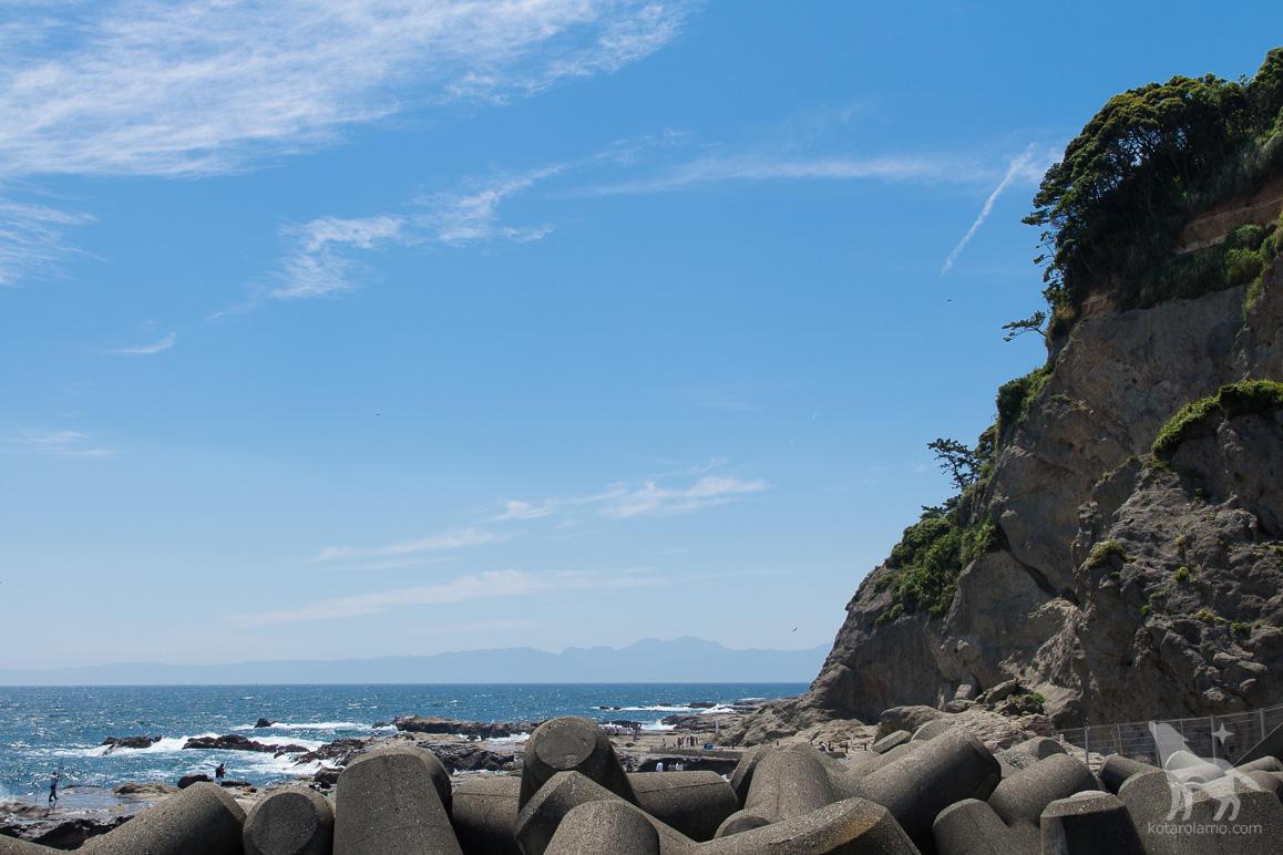 江ノ島の裏側の岩場