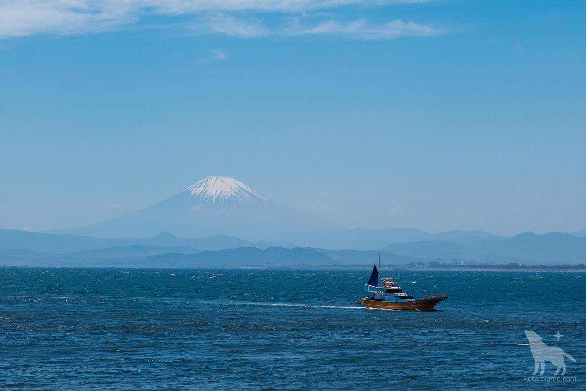 富士山と船