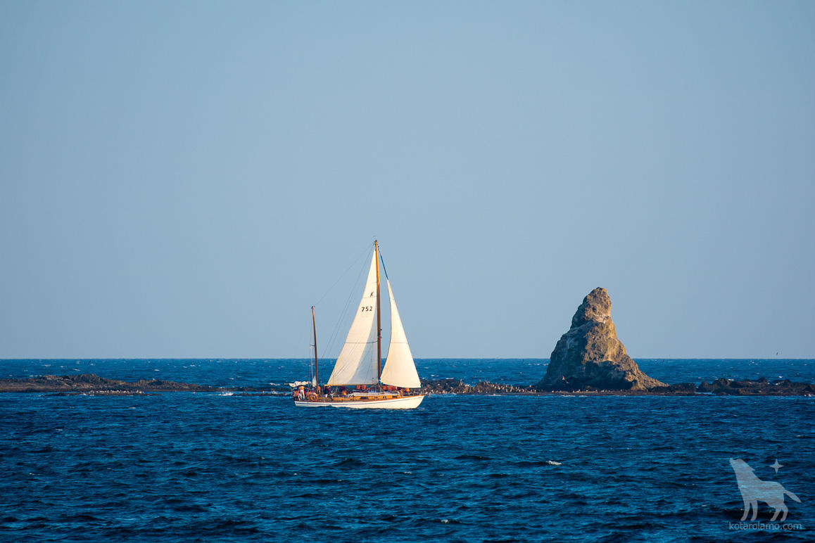 ヨットと烏帽子岩