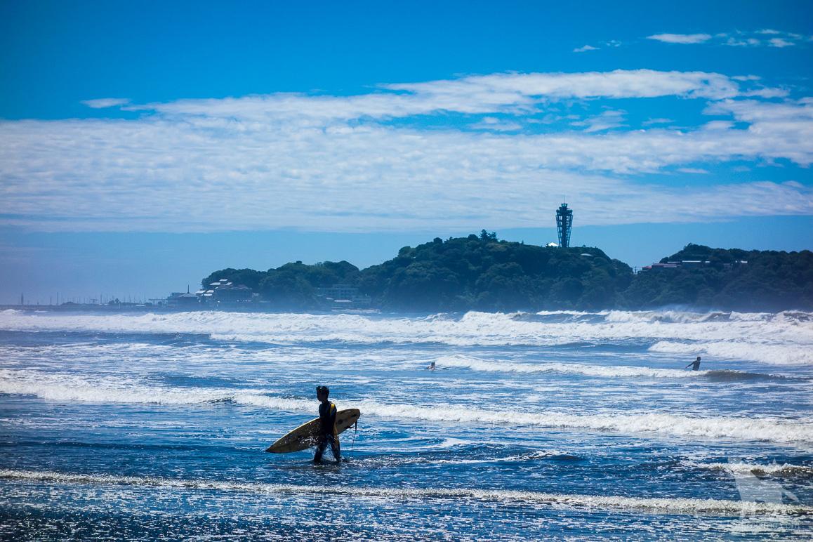 サーファーと江ノ島