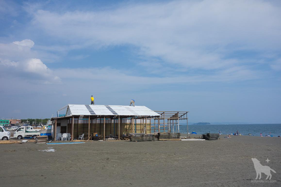 海の家、解体中。