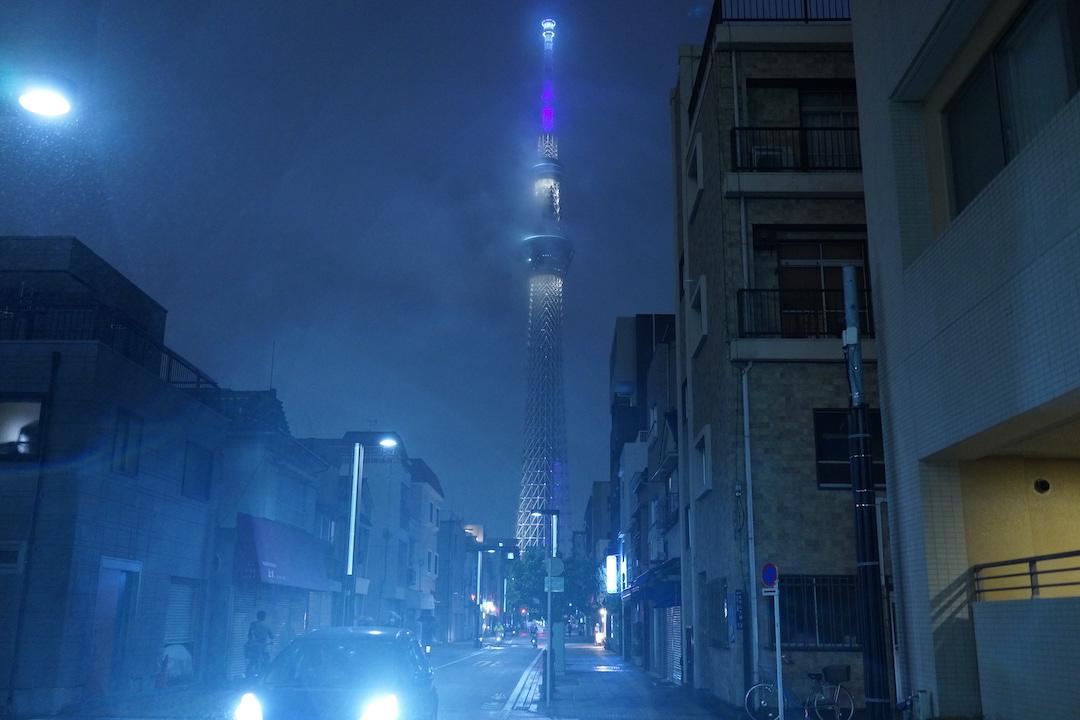 夜霧と東京スカイツリー