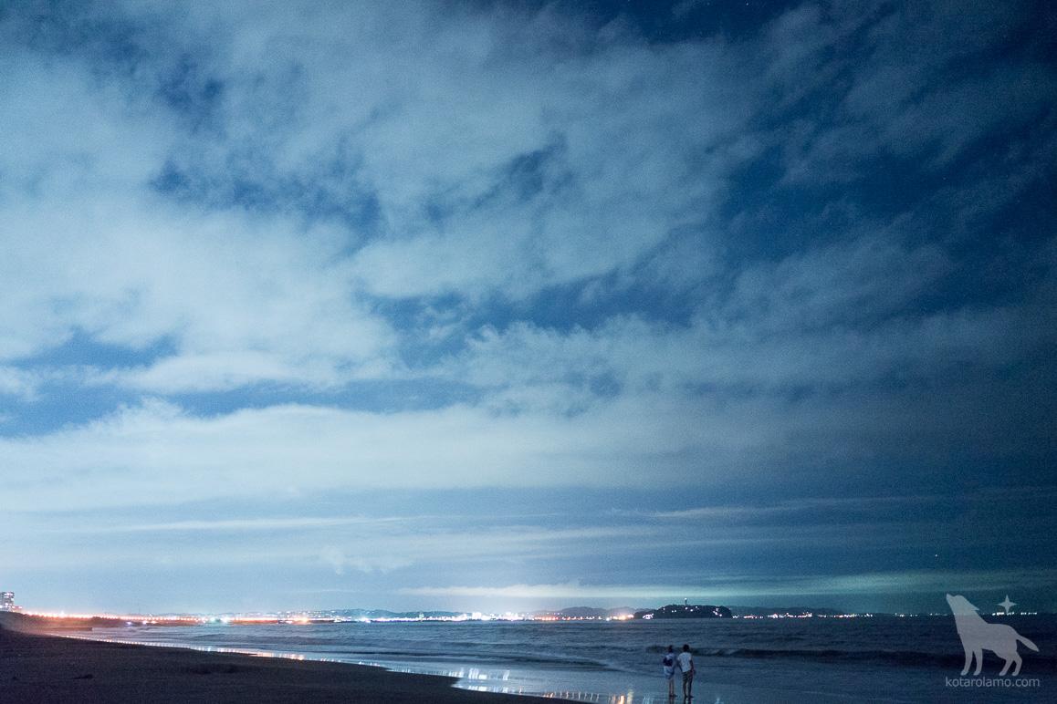 真夜中のビーチデート